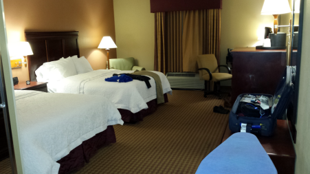 20161115_205732-hampton-inn-room