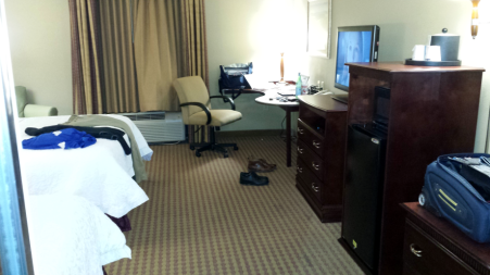 20161115_205750-hampton-inn-room
