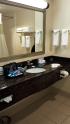 20161115_205918-hampton-inn-barhroom